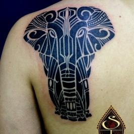 Elefante preto sólido, criação exclusiva baseada nas idéias da cliente.