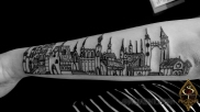 Linhas e arquitetura, desenho trazido pela cliente, feito para ela por outro artista para que pudesse se tatuar.
