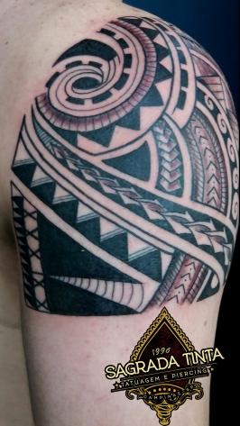 """Tatuagem baseada em grafismos oriundos da tribo Samoana, chamada """"kirituhi"""", por ser somente uma peça ornamental."""